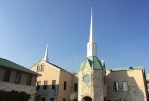 カナダの教会建設ボランティアの方の手によって建てられました。